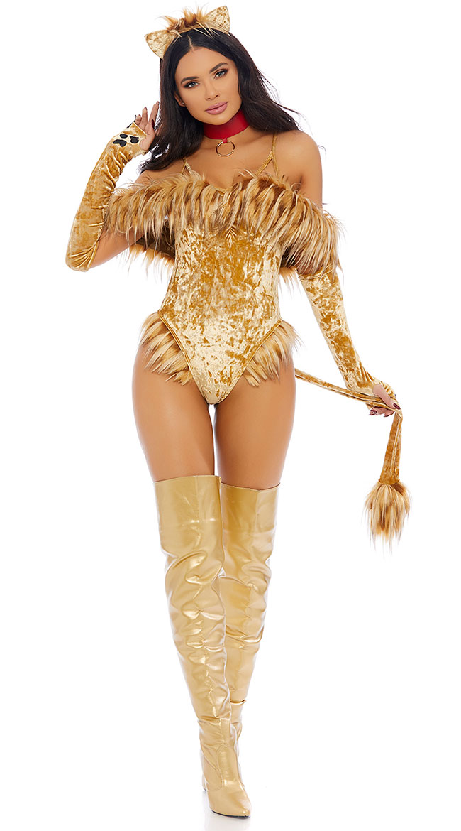 A SEXY SCAREDY LION COSTUME FOR WOMEN
